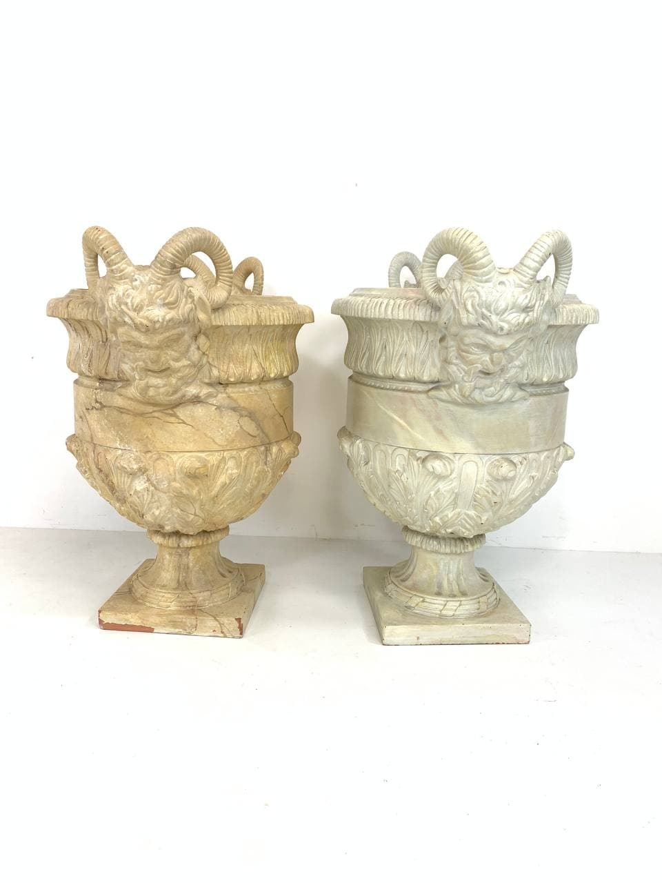 Антикварная пара горшков в стиле Ренессанс