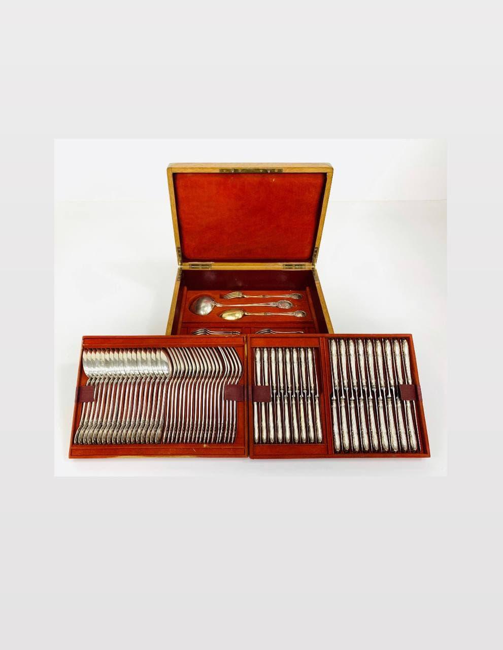 Антикварный столовый сервиз из серебра на 18 персон