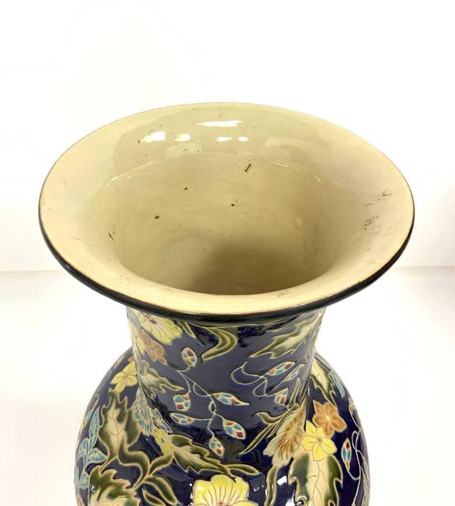 Антикварная напольная ваза в стиле Шинуазри