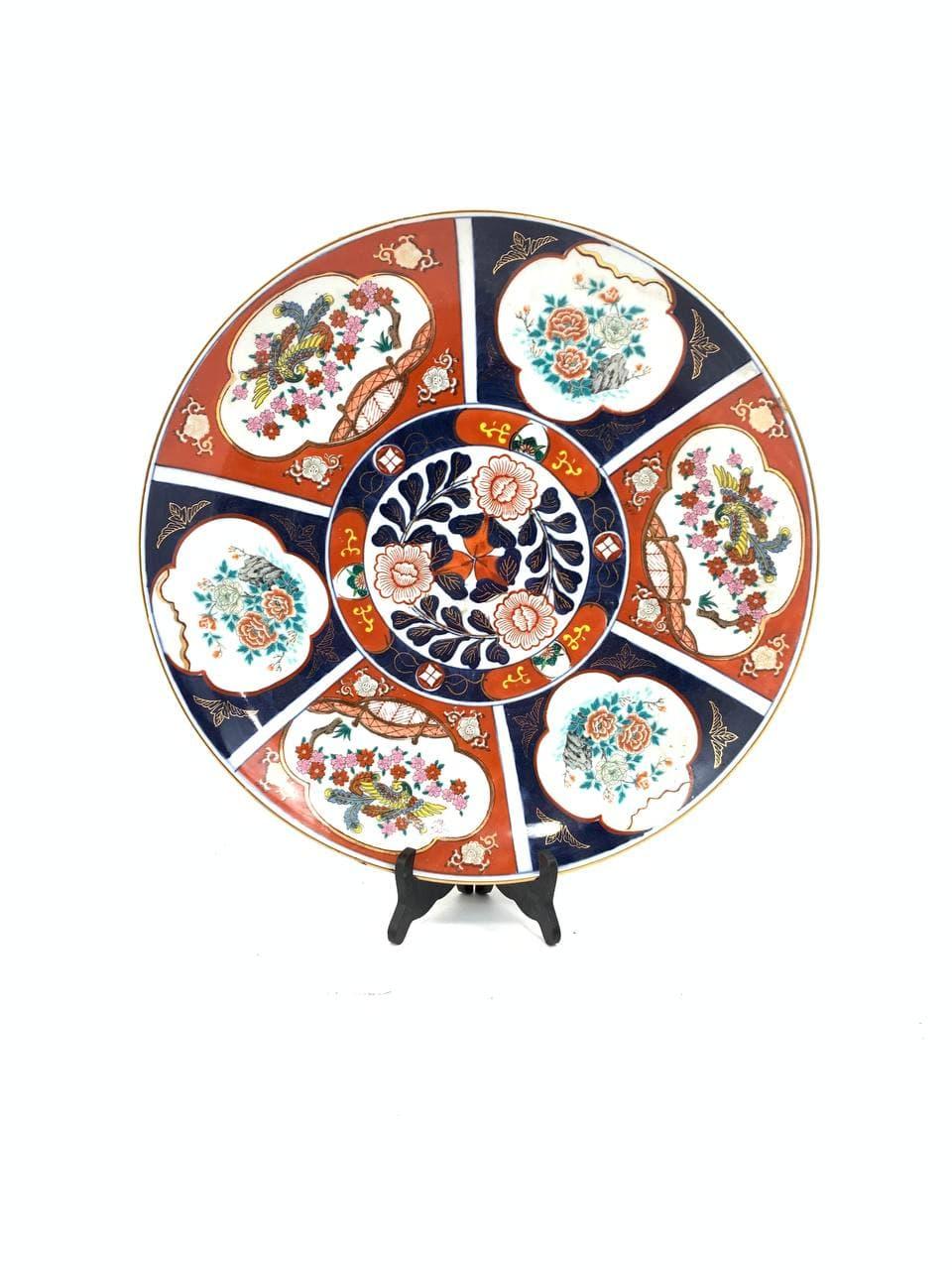 Антикварная большая тарелка в стиле Имари