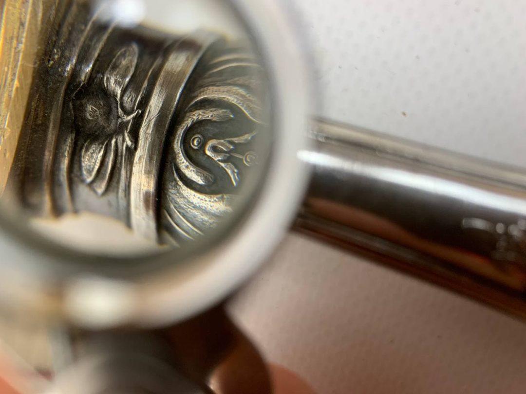 Антикварная пудреница с серебряной ручкой