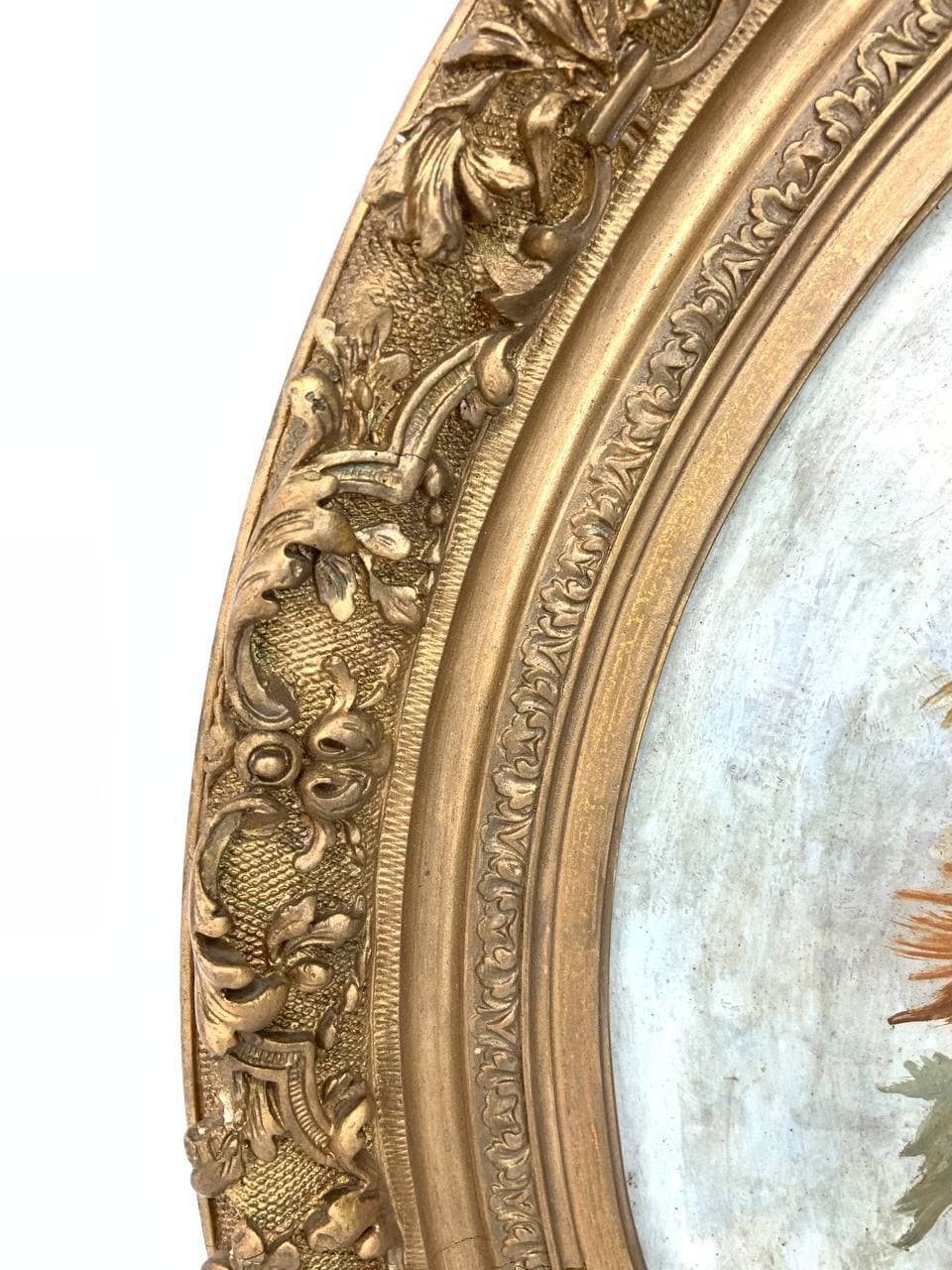 Антикварная картина в круглой раме