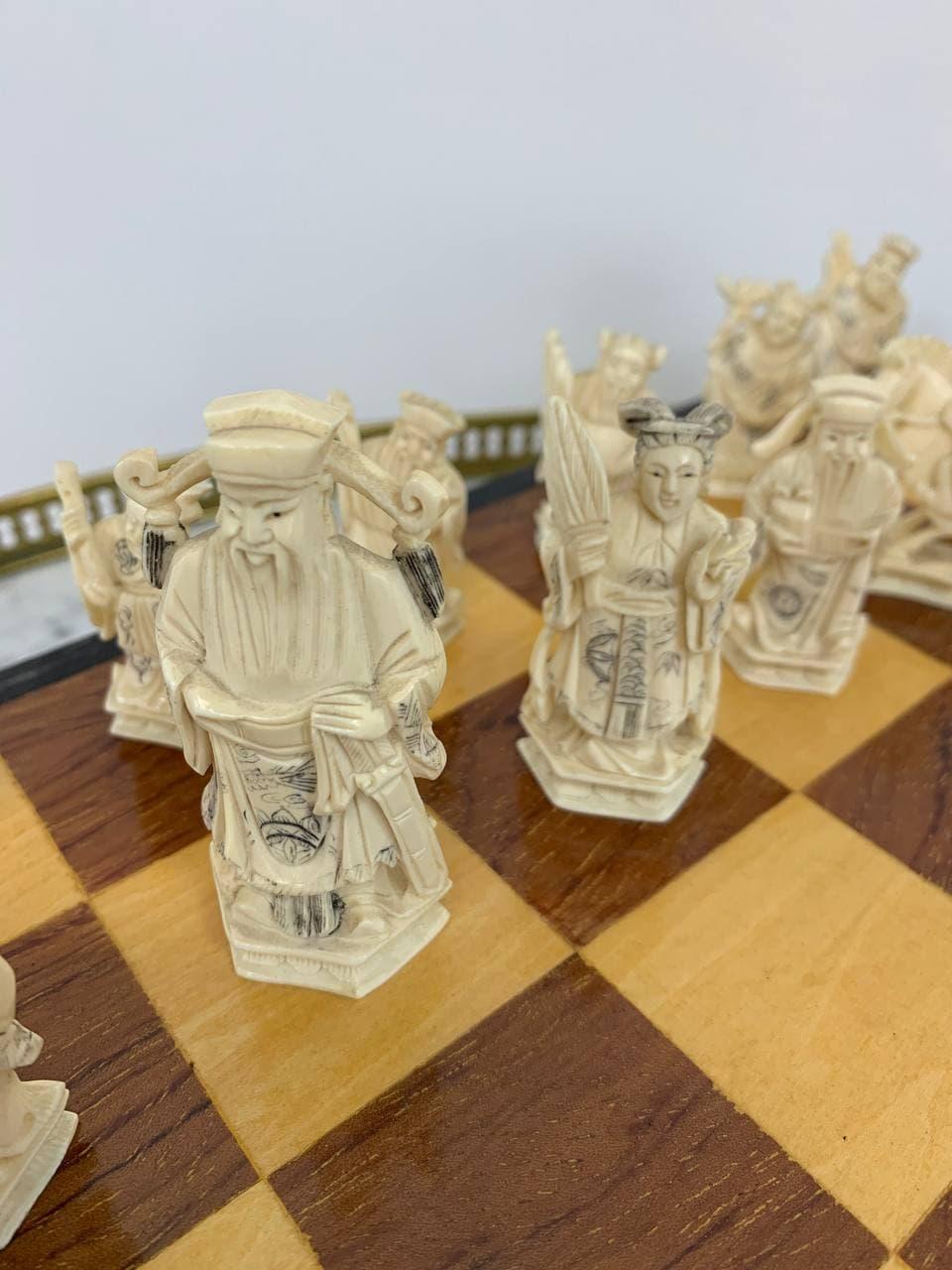 Антикварные шахматы из слоновой кости