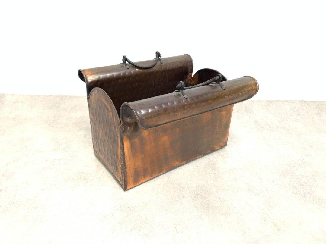 Винтажная дровница в форме саквояжа