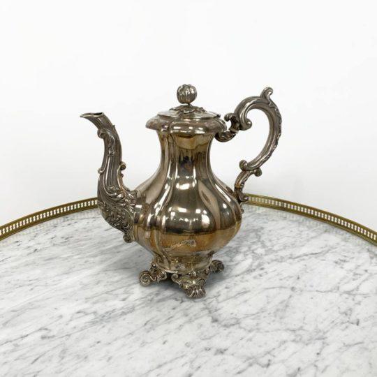 Антикварный серебряный чайник