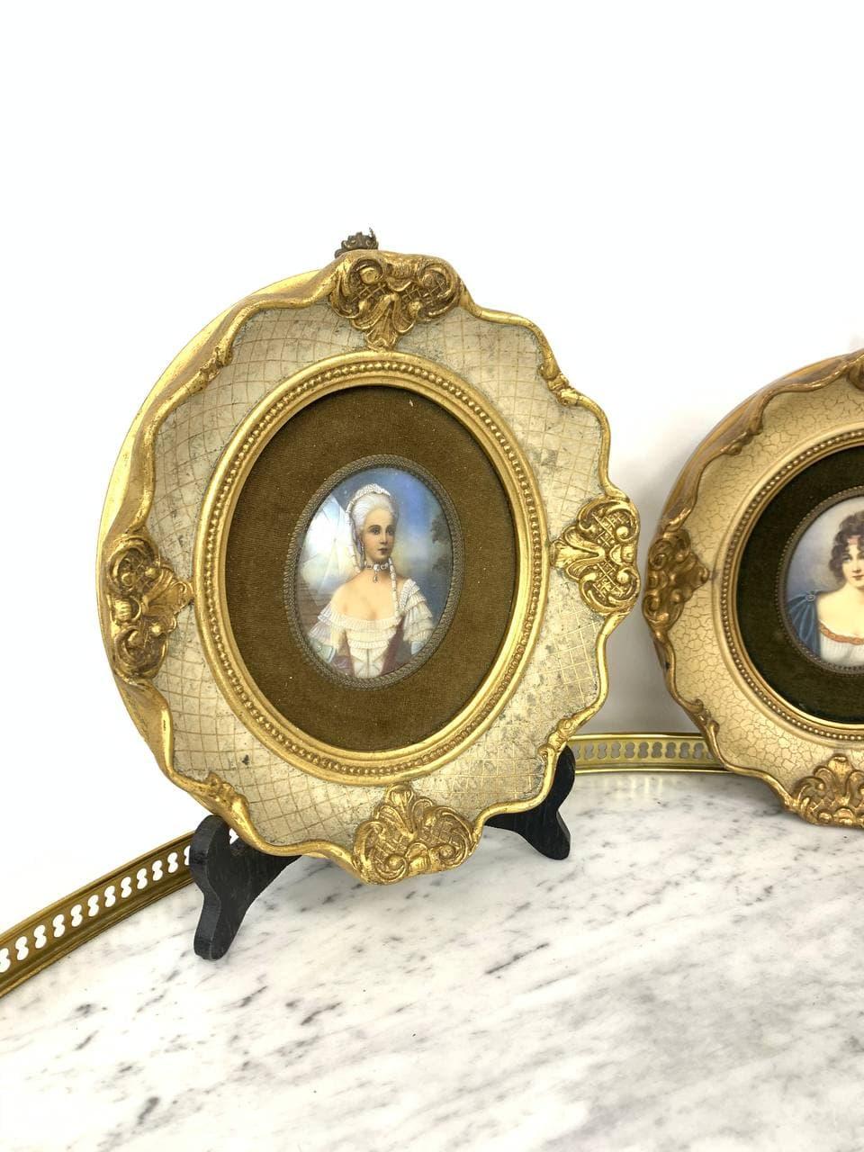 Антикварные миниатюры в деревянных рамах