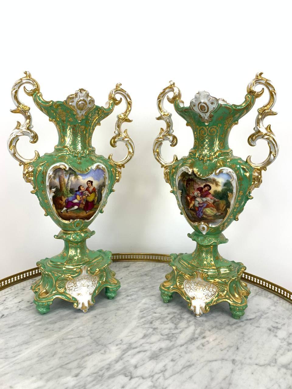 Антикварная пара ваз мануфактуры Vieux Paris