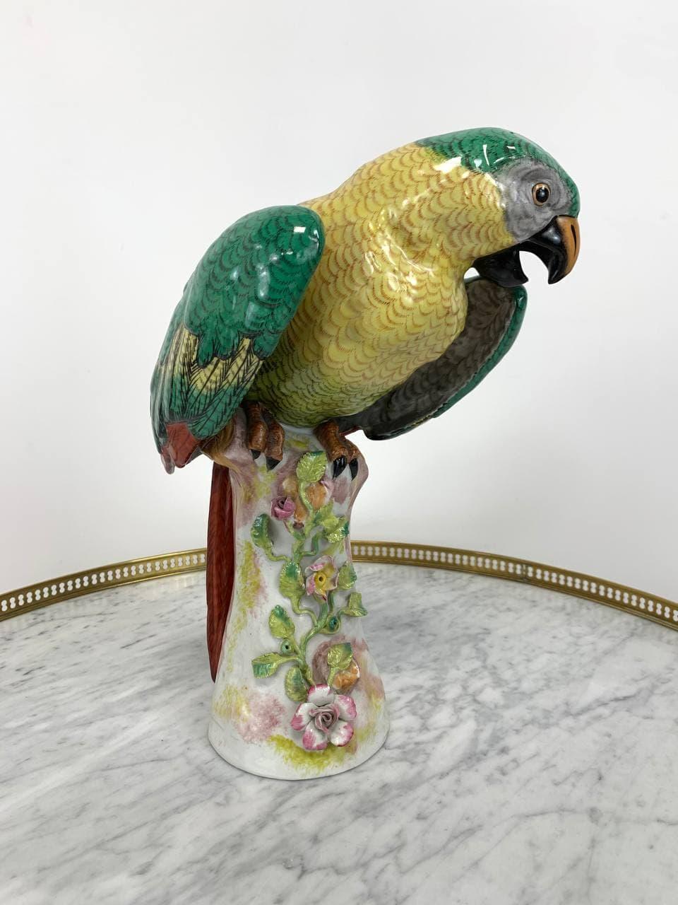 Антикварный фарфоровый попугай