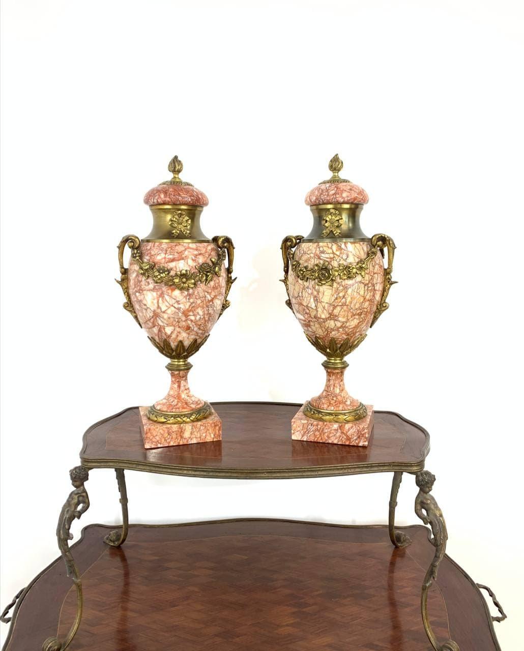 Антикварная пара ваз из мрамора