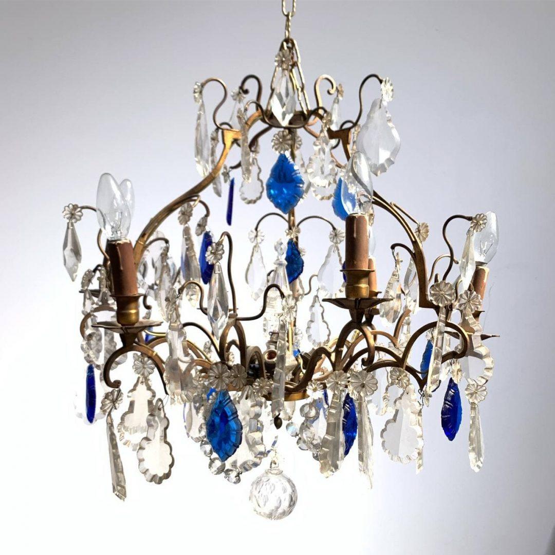 Антикварная люстра из хрусталя и цветного стекла