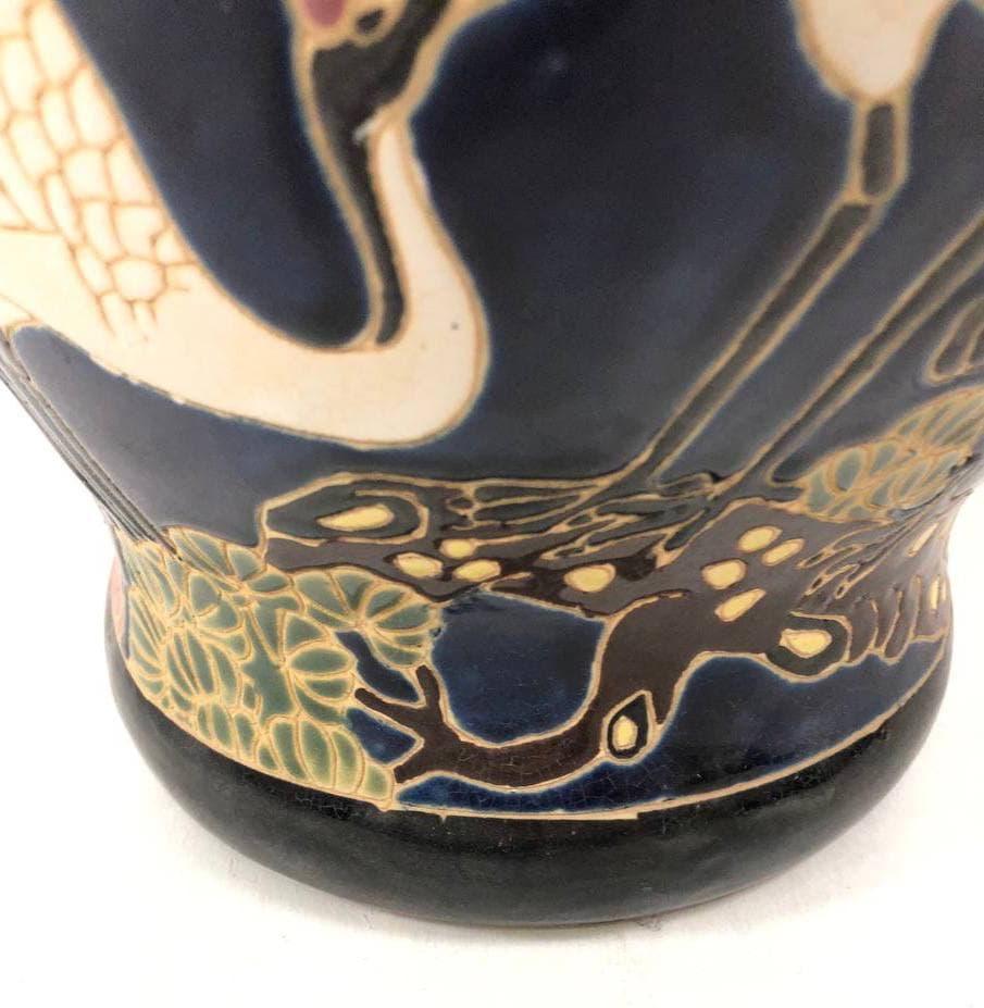 Винтажная керамическая  фаза с рельефным рисунком
