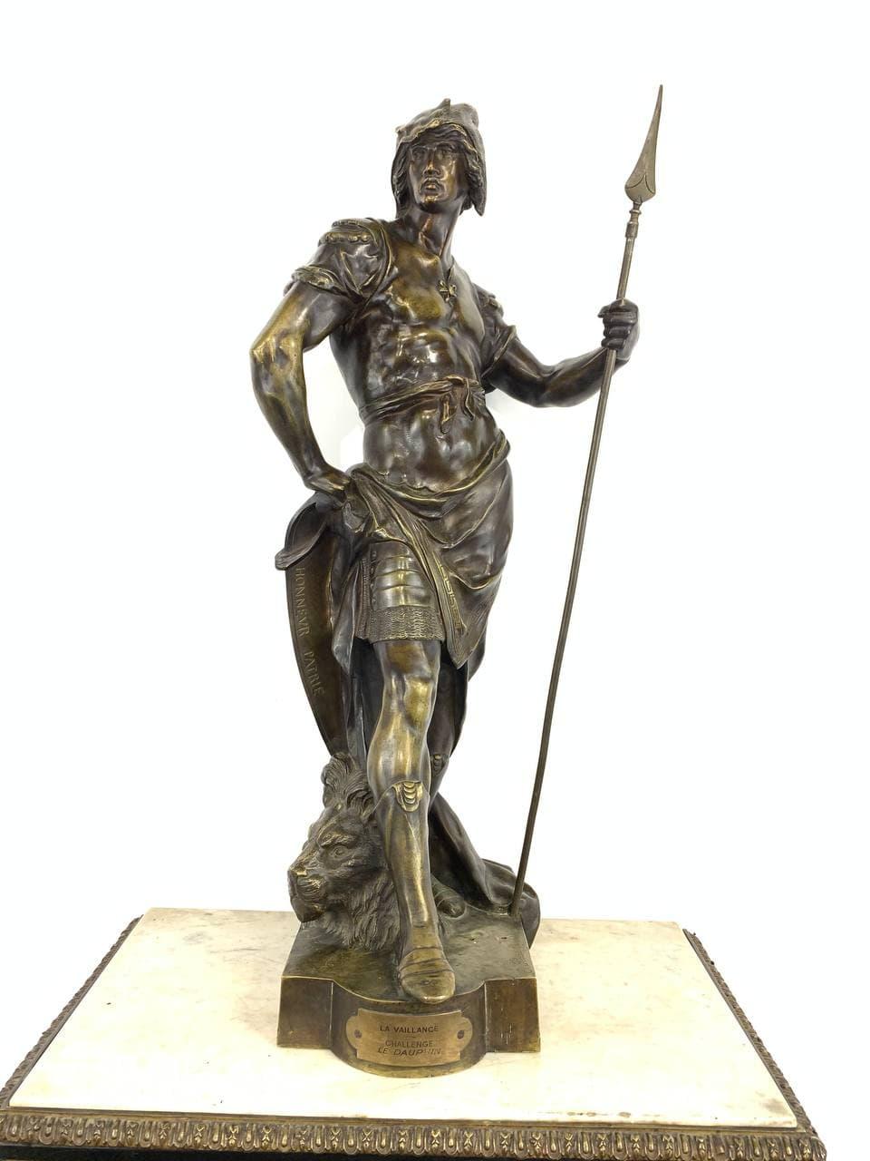 Антикварная бронзовая статуя «Гладиатор»