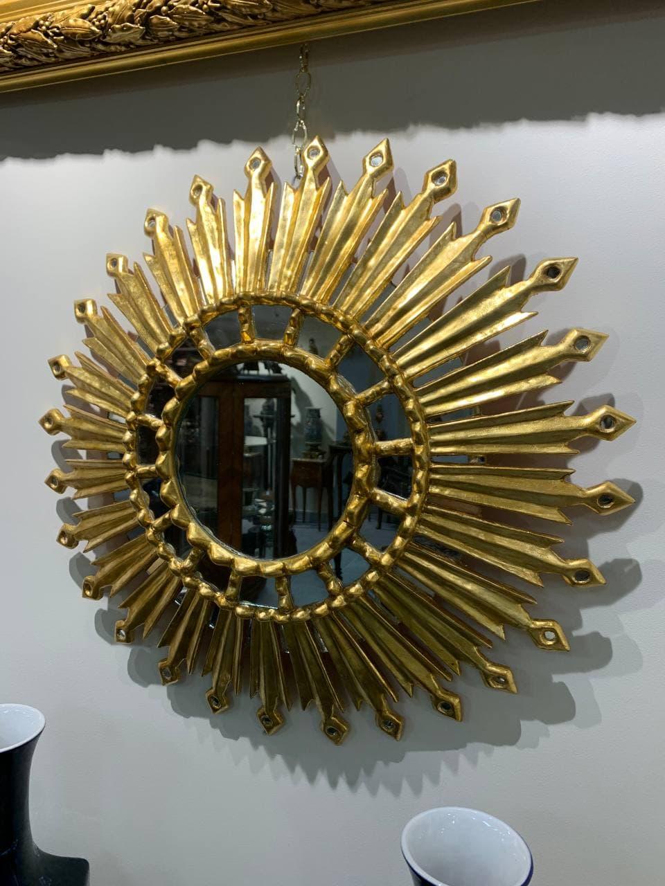 Антикварное зеркало в виде солнца