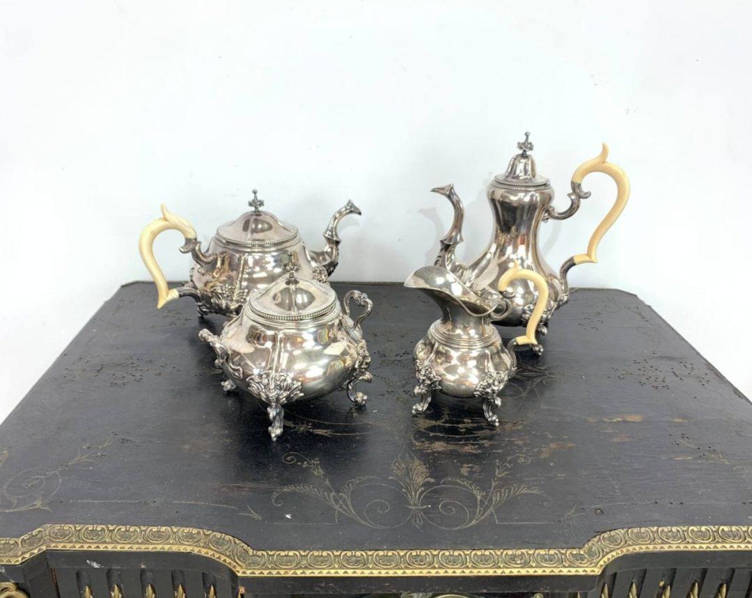 Антикварный сервиз из серебра и слоновой кости
