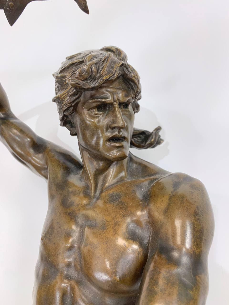 Антикварная бронзовая статуя