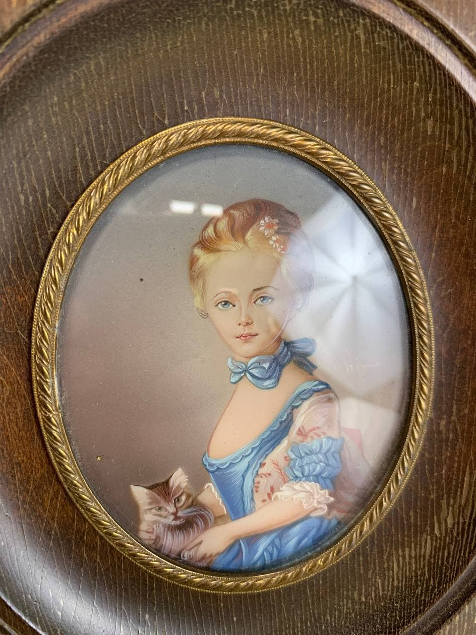 Антикварная миниатюра молодой девушки с котом