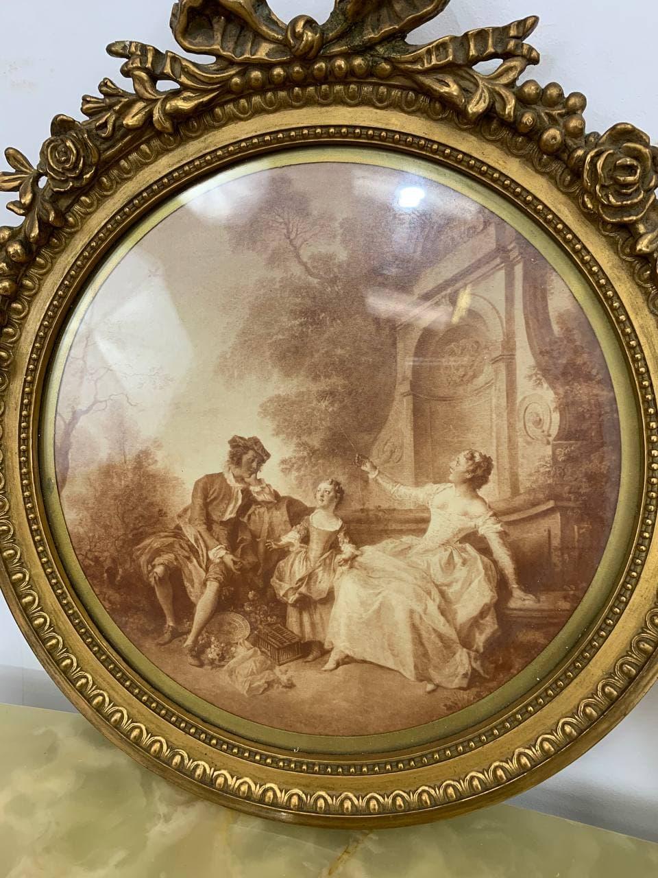 Антикварные гравюры в рамках стиля Луи XVI