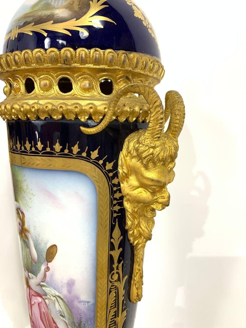 Антикварные вазы мануфактуры Севр