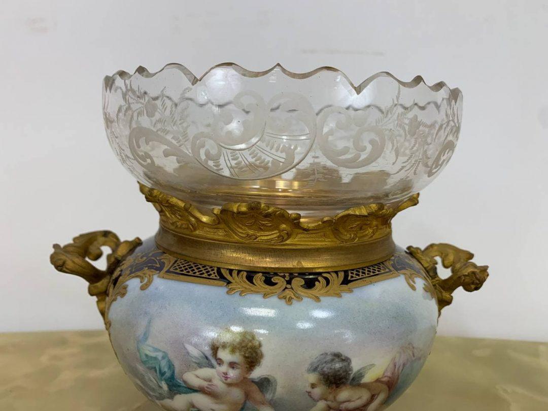 Антикварная ваза Севр с хрустальной вставкой