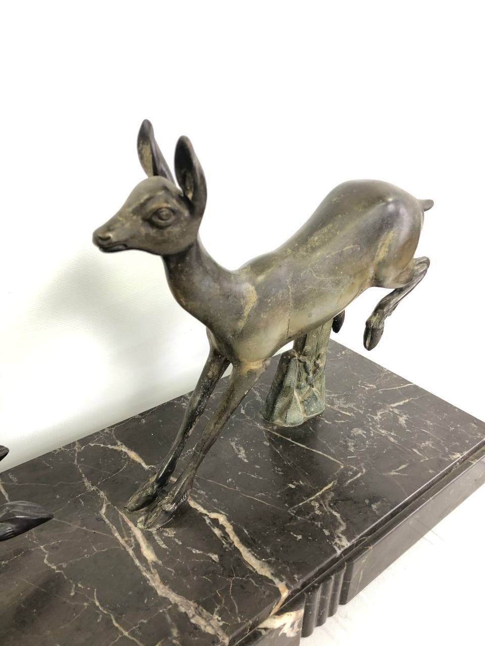 Антикварная статуэтка в стиле Ар-деко