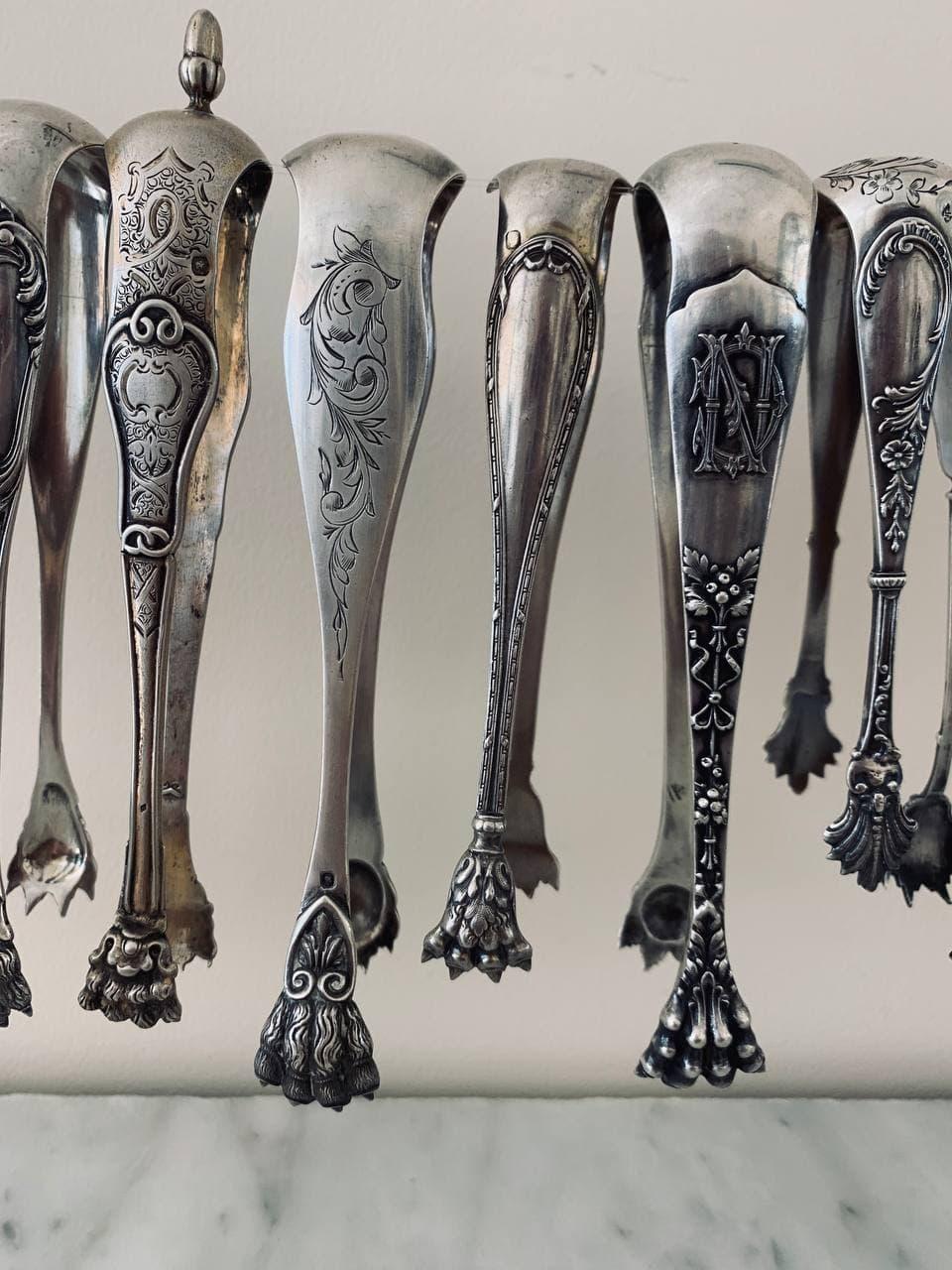 Антикварные серебряные щипцы для сахара