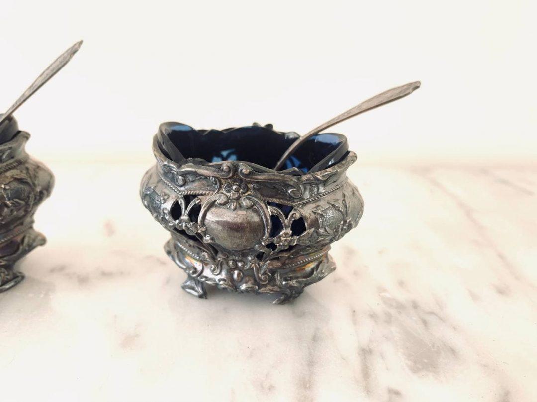 Антикварные серебряные солонки с кобальтовыми вставками