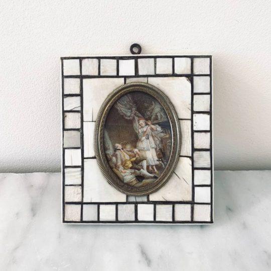 Антикварная миниатюра с галантной сценой