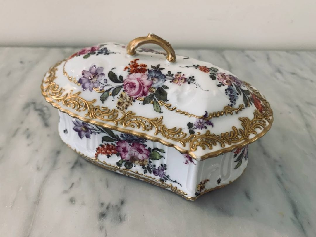 Антикварная фарфоровая шкатулка ручной росписи