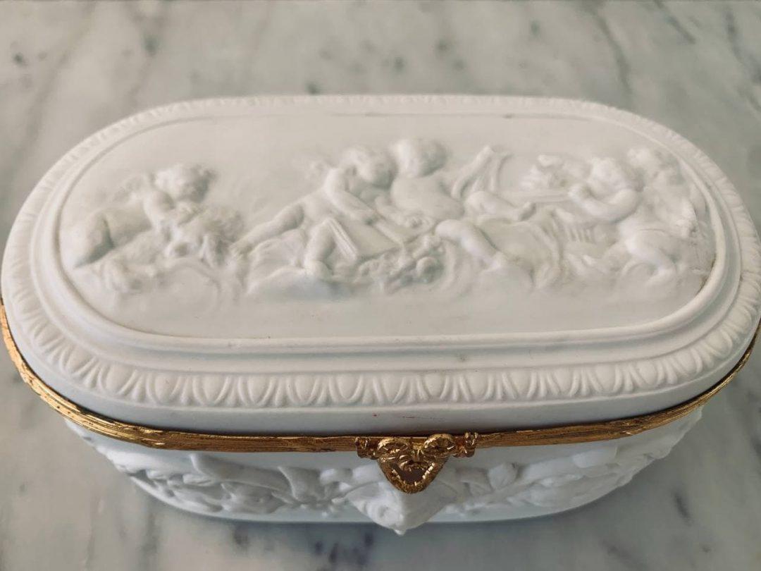 Антикварная шкатулка из бисквита от Limoges