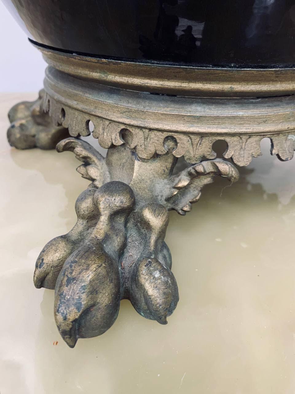 Антикварное керамическое эмалированное кашпо на бронзовых массивных ножках