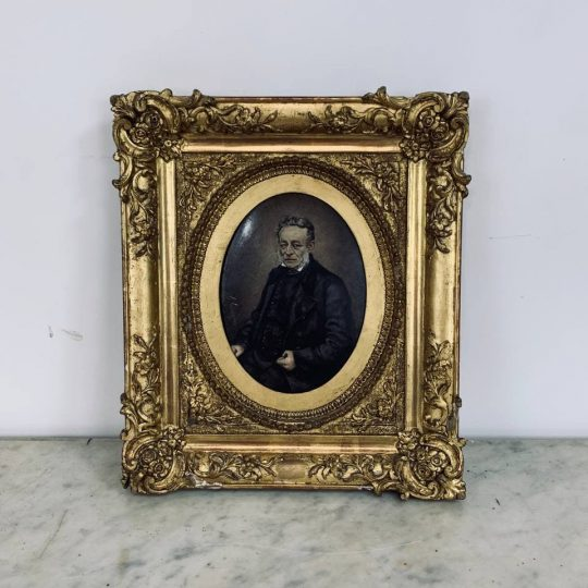 Антикварный портрет на фарфоре