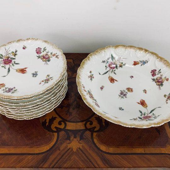 Антикварный набор десертных тарелок с ручной росписью