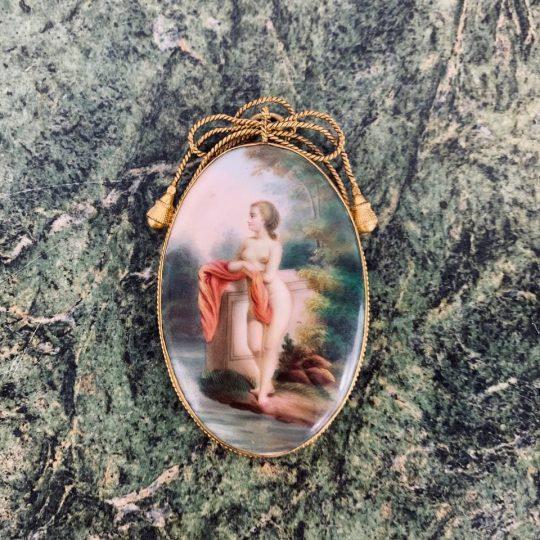 Антикварная фарфоровая миниатюра