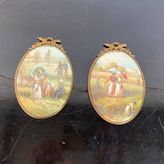 Антикварная пара фарфоровых миниатюр